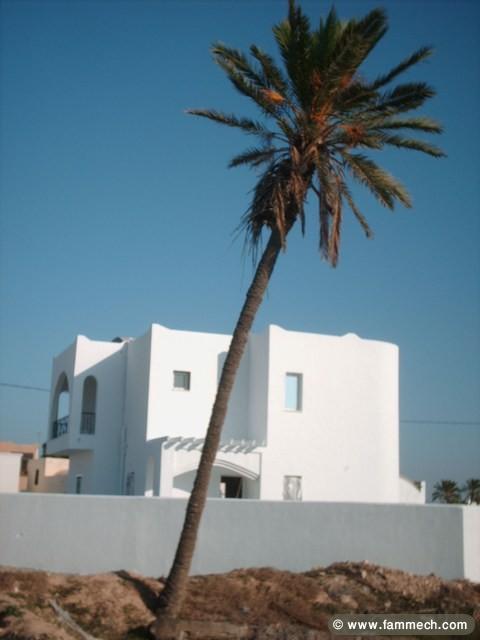 Immobilier tunisie vente maison houmet essouk villa for Acheter une maison en tunisie