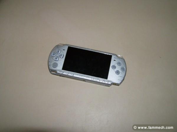 bonne affaire tunisie  jeux videos consoles psp slim lite umd pes
