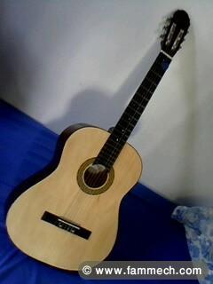 bonnes affaires tunisie art antiquit s une guitare. Black Bedroom Furniture Sets. Home Design Ideas