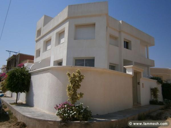 Belle Maison Moderne Blanche ~ Idées de Design Maison et Idées de ...