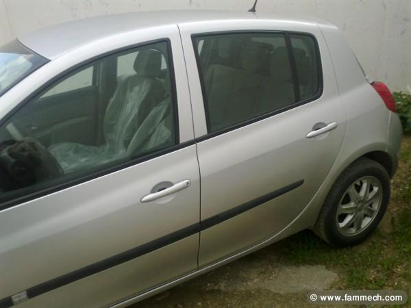 voitures tunisie renault clio iii ariana a vendre clio 3 toute options. Black Bedroom Furniture Sets. Home Design Ideas