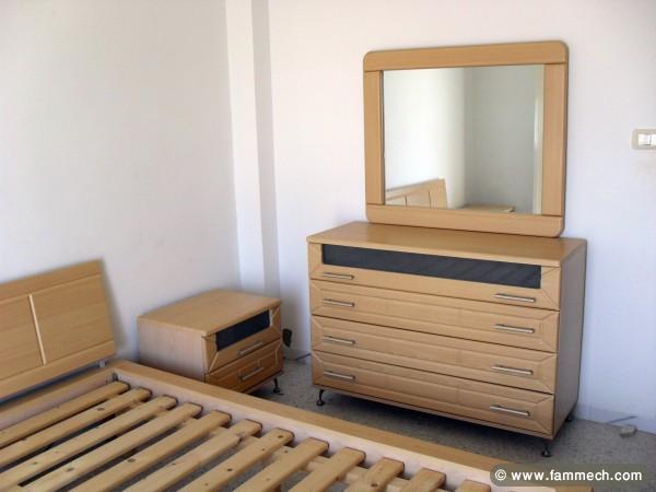 meuble chambre a coucher a vendre table de lit. Black Bedroom Furniture Sets. Home Design Ideas