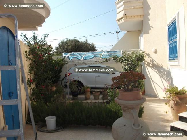 immobilier tunisie vente maison nabeul belle villa sur 2 etages avec jardin 1. Black Bedroom Furniture Sets. Home Design Ideas