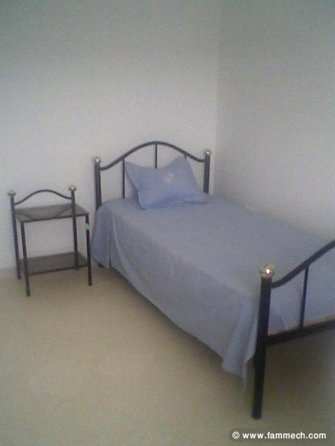 bonnes affaires tunisie maison meubles d coration lit en fer forg avec table de nuit. Black Bedroom Furniture Sets. Home Design Ideas