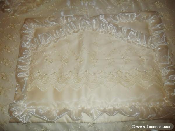 bonnes affaires tunisie maison meubles d coration vente couvre lit mariage 2. Black Bedroom Furniture Sets. Home Design Ideas