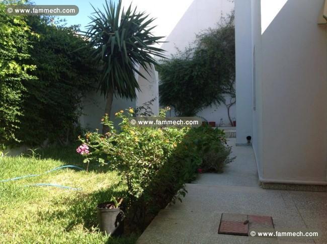Immobilier tunisie location maison la marsa villa avec for Villa basse avec jardin